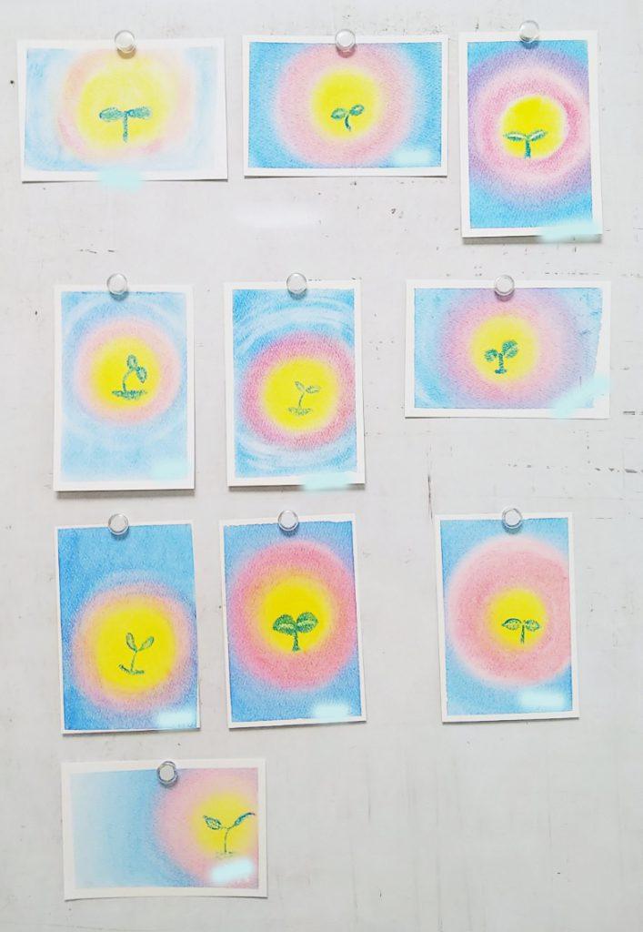 双葉を描いた3色パステルアート